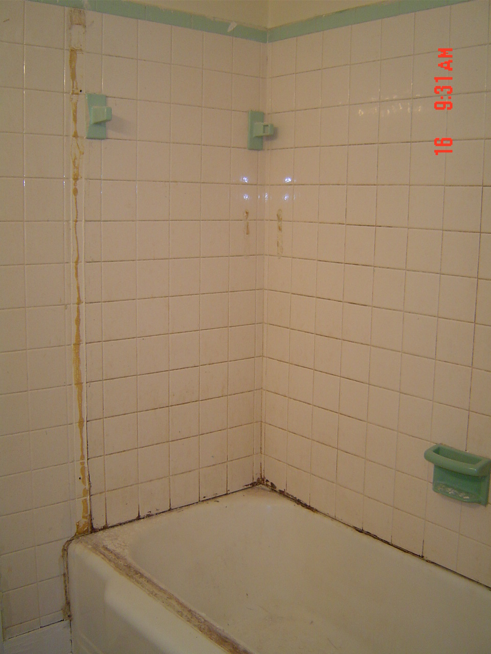 Bathtub U0026 Tile Surround Before Reglazing